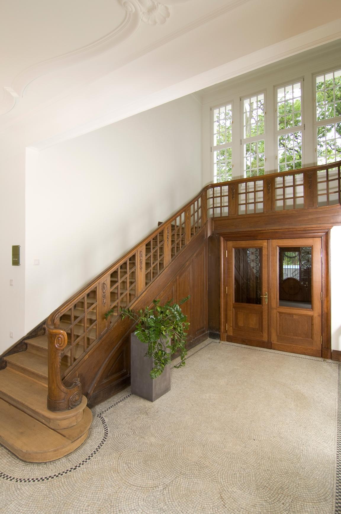 Treppe, Tür, Kamin, Raum